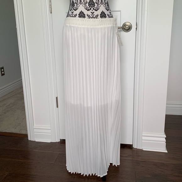 NY Collection Dresses & Skirts - NY Collection Sz L white sheer pleated maxi skirt